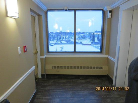 Coliseum Inn: hallway