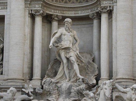 Trevi-Brunnen (Fontana di Trevi): Estátua de Netuno no centro da fonte