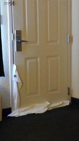 Quality Inn Aiken: half inch gap around door... door doesn't close
