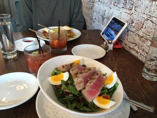Barrique Bistro and Wine Br: Eggs Benedict, Bloody Marys, Salad Nicoise, Olympics on iPad