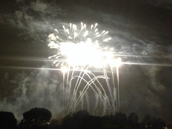 Fairfield Inn by Marriott Anaheim Resort : Fireworks view from outside of our room