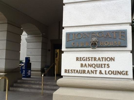 Lions Gate Hotel - A Lexington Legacy Hotel: Entrance and registration.