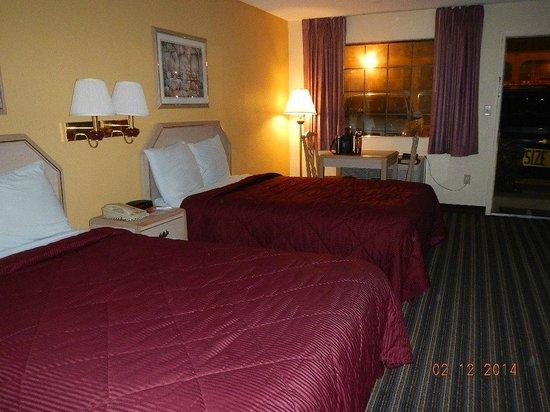 Econo Lodge : beds