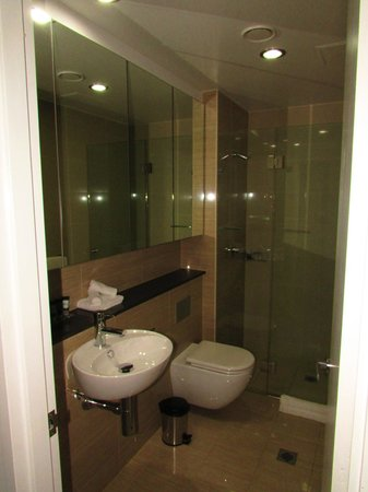 Meriton Serviced Apartments Campbell Street : Modern bathroom with large walk in shower