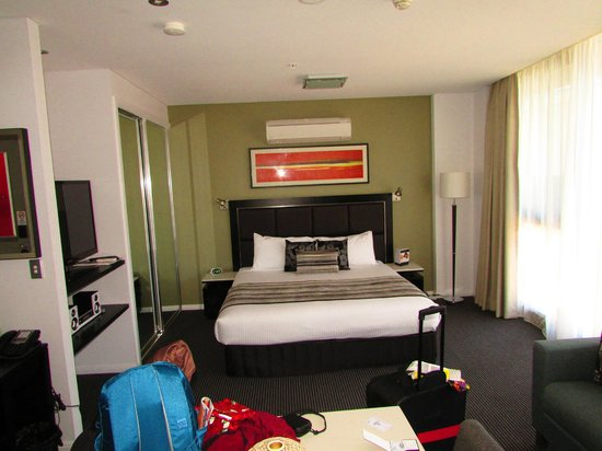 Meriton Serviced Apartments Campbell Street : Bedroom area