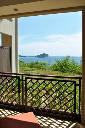 Arenas del Mar Beachfront & Rainforest Resort : View from the room