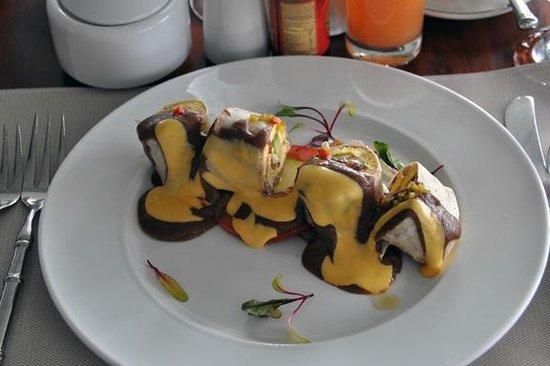 Arenas del Mar Beachfront and Rainforest Resort, Manuel Antonio, Costa Rica: Breakfast burrito