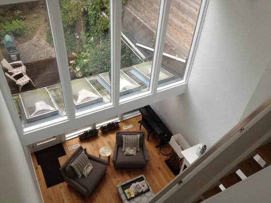 Baldwin Village Inn: living room and backyard