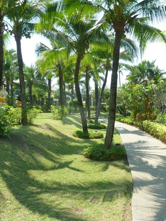 Bandara Resort & Spa: On the way to the beach