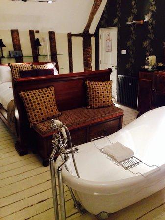 Wellington at Welwyn: Bath and bed