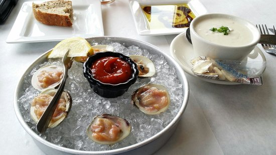 S & P Oyster Co : Enjoy the appetizers.