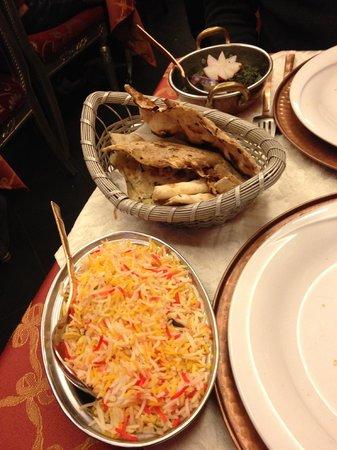 Haveli Indian Restaurant: spinaci e patate al curry,focacce integrale e alle patate,riso alla zafferano e cumino