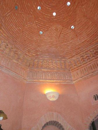 Dar Ayniwen Villa Hotel: Ceiling dome - bathroom - Tiwaline II