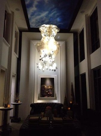 Shinta Mani Angkor : Fabulous light in the foyer!