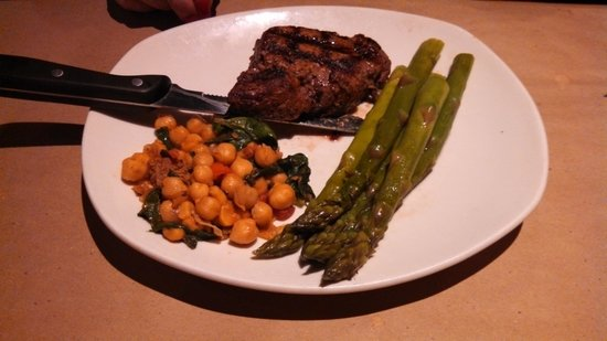Bonefish Grill: Fillet Mignon with Asparagus