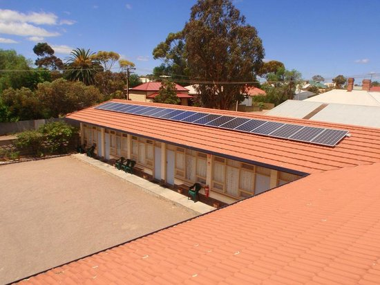 Central Olympic Motel and Cottages: Solar Power 30kw - we are serious about our Green Stars