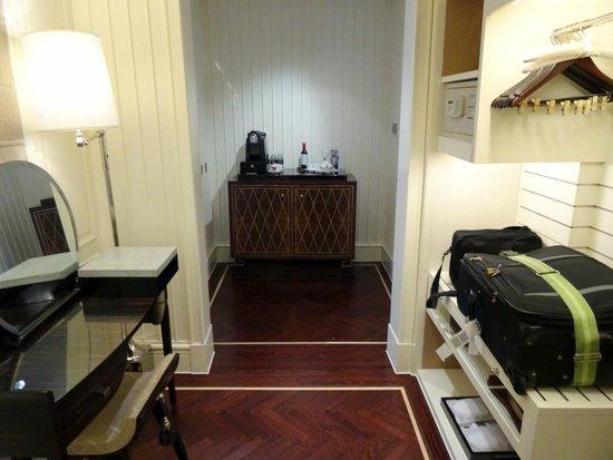 Fairmont Peace Hotel: gold suite room foyer