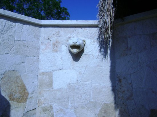 Grand Palladium White Sand Resort & Spa: Mayan Suite - Outdoor Shower