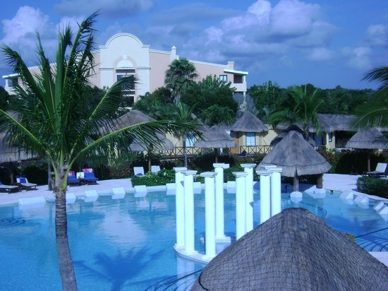 mayan suite outdoor shower picture of grand palladium. Black Bedroom Furniture Sets. Home Design Ideas
