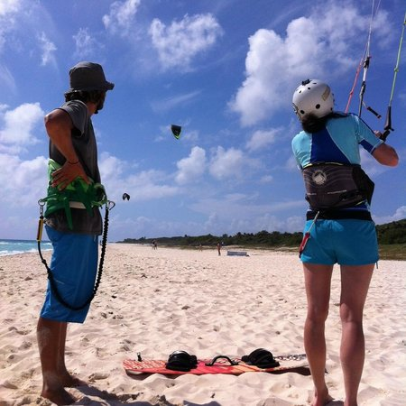 PDC Kiteboarding School and Water Sports Center: Flying the kite on the beach