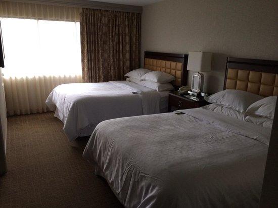 Sheraton Suites Orlando Airport: Bedroom