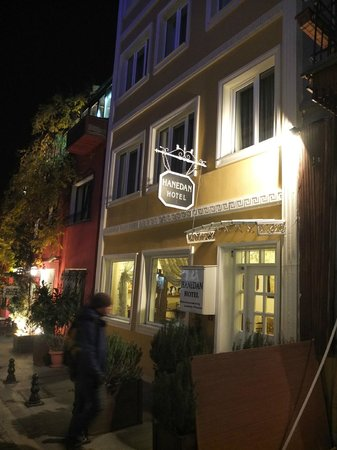 Hanedan Hotel : Front of Hotel