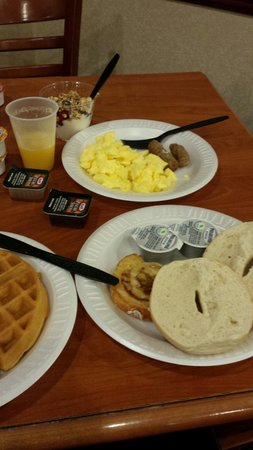 Country Inn & Suites by Radisson, Harrisburg West, PA : Breakfast