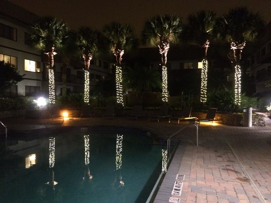 Sheraton Suites Orlando Airport: Outdoor heated pool