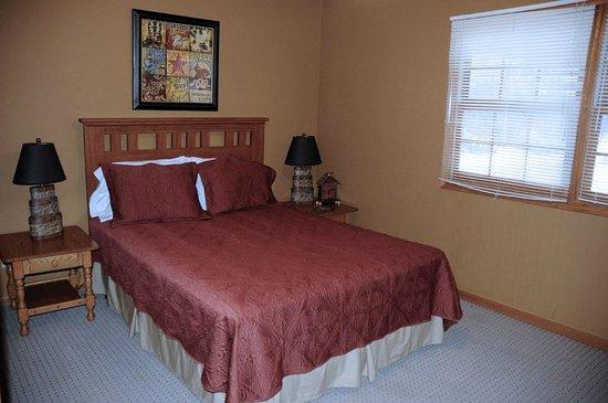 The Willows : Queen bedroom