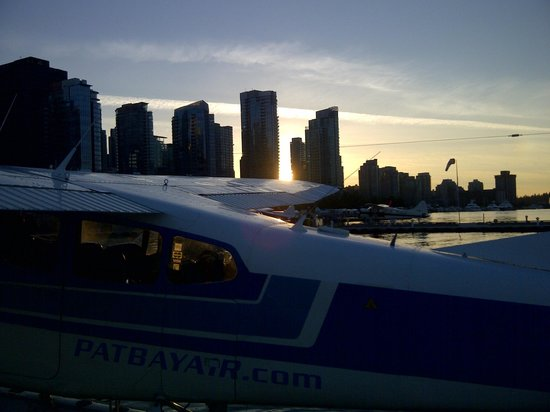 Pat Bay Air Floatplane Tours: Vancouver Harbour as the sun sets