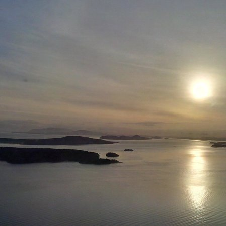 Pat Bay Air Floatplane Tours: Sunrise over the Gulf and San Juan Islands