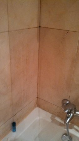 Hotel Roger De Lluria Barcelona: shower enclosure