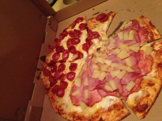 Joey's Pizza : Due to the conditions inside the restaurant we got our pizza to go...