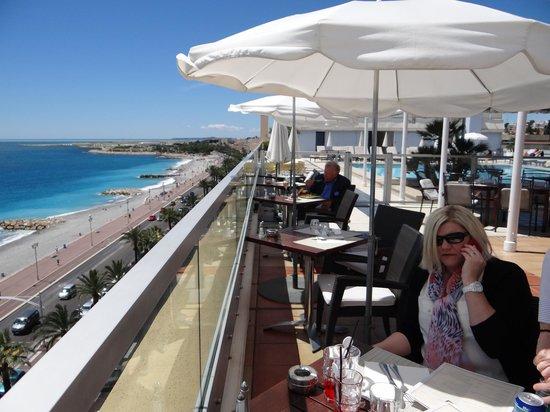 Radisson Blu Hotel, Nice: Roof top dinning