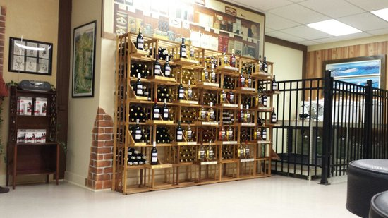 White Mountain Winery: Wall of wine! ;)