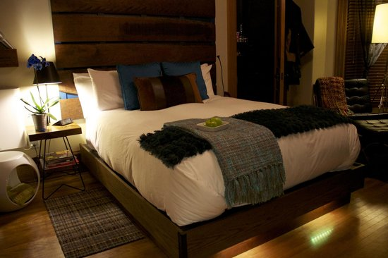Made INN Vermont, an Urban-Chic Bed and Breakfast: Light up bed. Excellent decor.