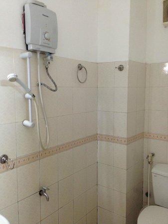 Ngoc Thao Guesthouse : Douche et toilettes