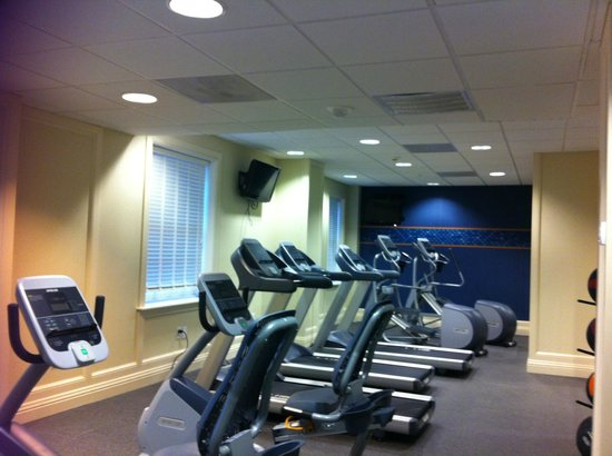 Hampton Inn & Suites Birmingham Downtown - The Tutwiler : Fitness Room w/TV's