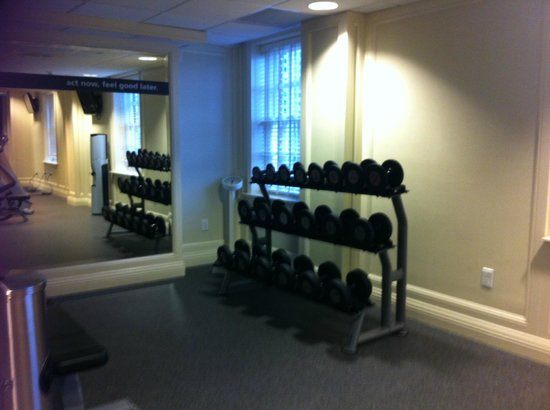 Hampton Inn & Suites Birmingham Downtown - The Tutwiler : Fitness room w/free weights