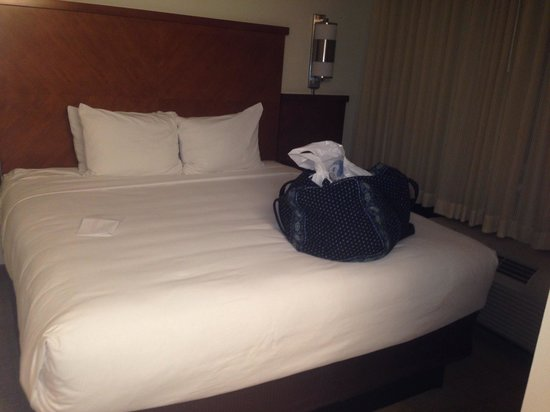 Hyatt Place Louisville-East: Bed