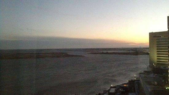 Harrah's Resort Atlantic City : Sunrise view from Waterfront tower