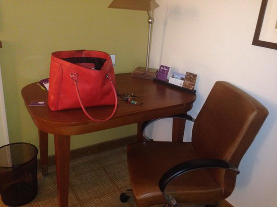 Hyatt Place Louisville-East: Desk