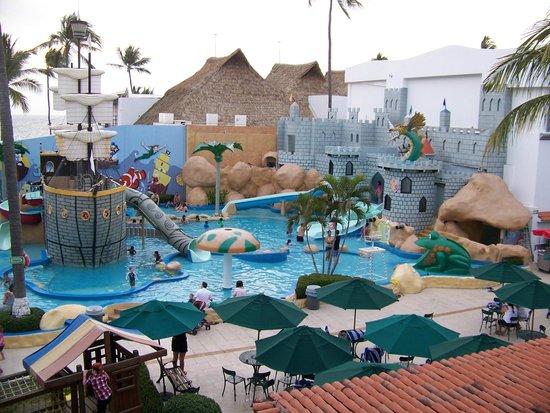 Crown Paradise Club Puerto Vallarta: Kids waterpark