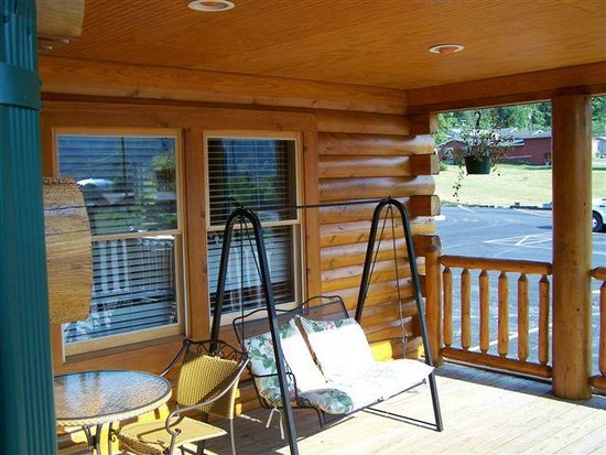 Mount Aire Motel: Beautiful porch