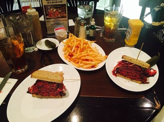 Carnegie Deli at the Mirage: Pastrami and Fries