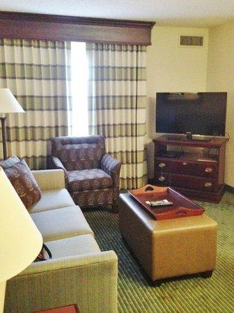 Homewood Suites Orlando-Maitland: The cozy living room