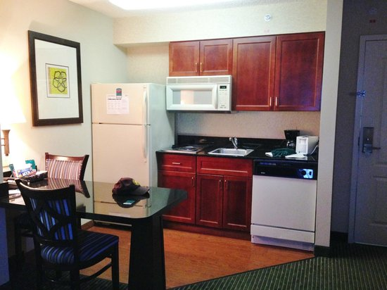 Homewood Suites Orlando-Maitland: Kitchenette