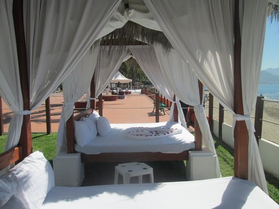 Meliá Puerto Vallarta All Inclusive: camas balinesas muy recomendable