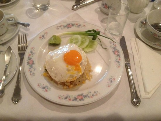 The Tarntawan Hotel Surawong Bangkok: Breakfast - Fried Rice with egg