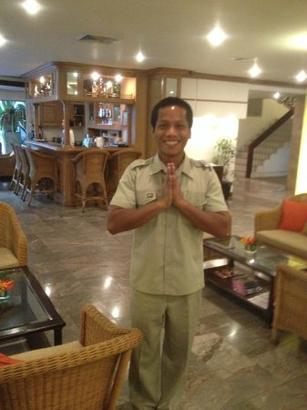 The Tarntawan Hotel Surawong Bangkok: Our friendly elevator attendant
